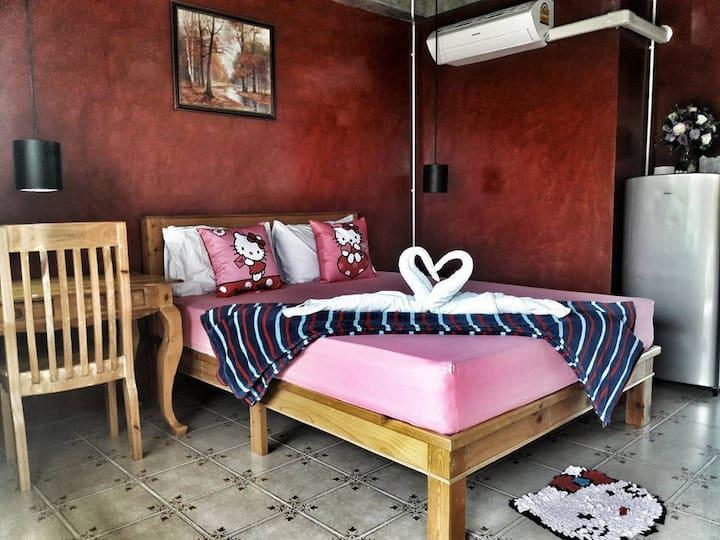 102RESIDENCE,Room&Pool&Foodsที่พักพร้อมสระสันกำแพง