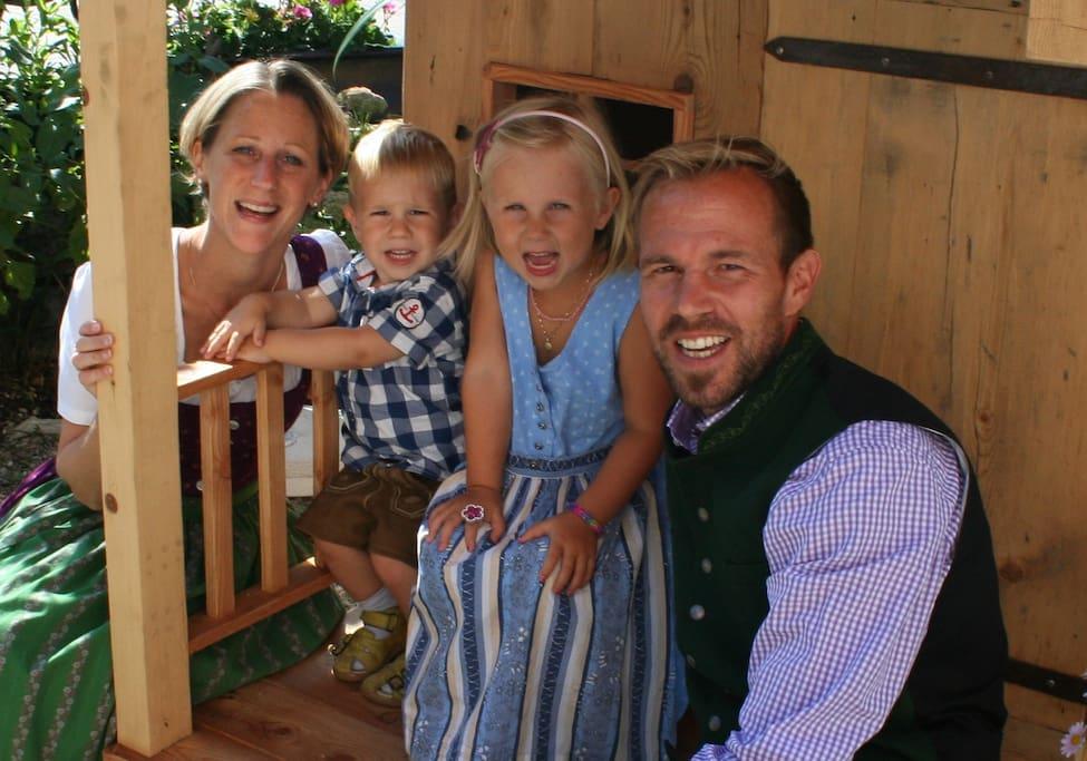 Katharina und Andreas mit Kindern