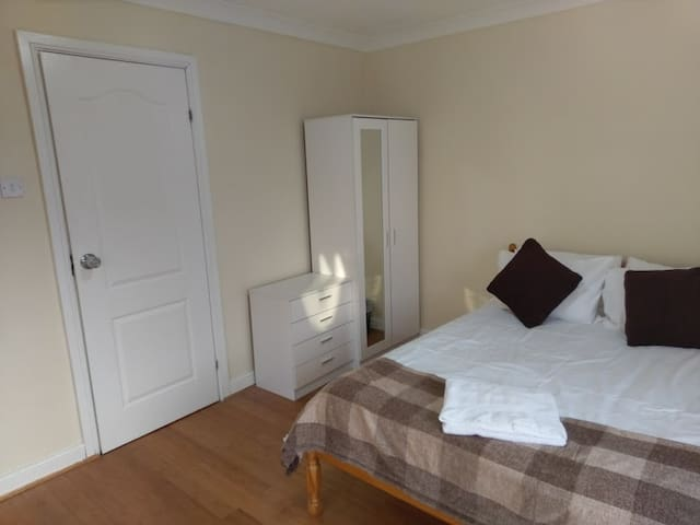 Jaylets Modern Double Bedroom 507 with Shared Kitchen & Parking