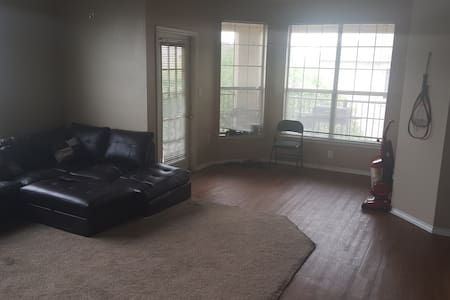 I have a living room space - Lewisville - Lakás