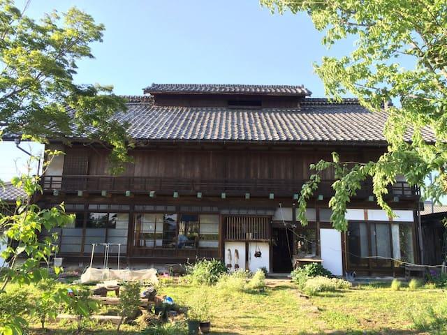 自然を感じる日本家屋(床の間のある部屋) - Takasaki - Talo