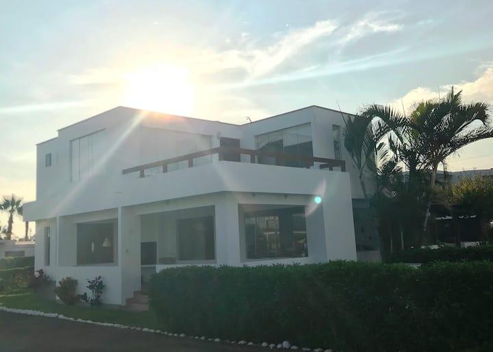 *Casa de Playa en Asia, cerca al boulevard y playa