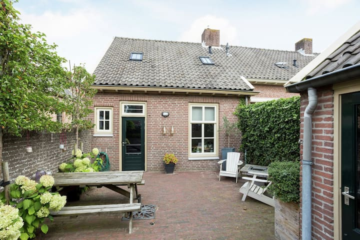 Beautiful holiday home for 4 people on a delightful historical square in Buren