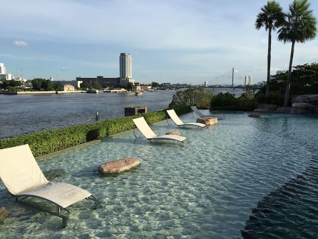 5 star apartment, river front - Bangkok