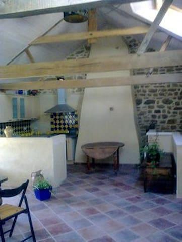 loue logement dans ferme renovée, gîte de Ty-kergo - Ploemel - Apartment