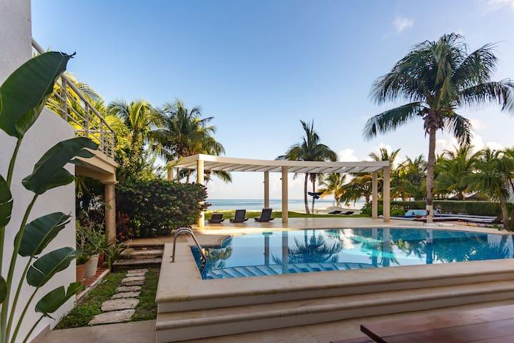 Amazing Beachfront Villa with Pool sleeps 8