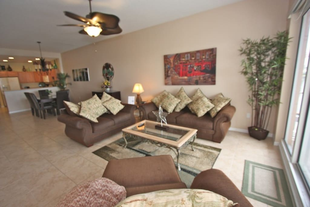 Spacious Living Room Area/Flat Screen Cable TV/Private Patio with Beautiful Clearwater Intercoastal Views!