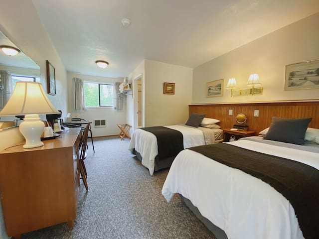 ✦Close to Hiking in ONP | Room w/ 2 Twin Beds✦