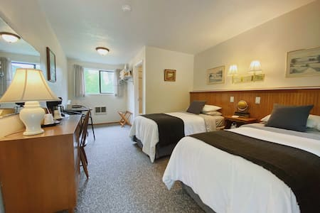 The Cape Alava room features two twin beds.