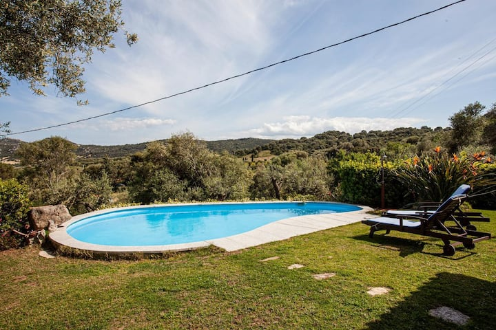 Villa Peditoltu with Sea View, Mountain View, Garden, Pool & Terrace; Parking Available
