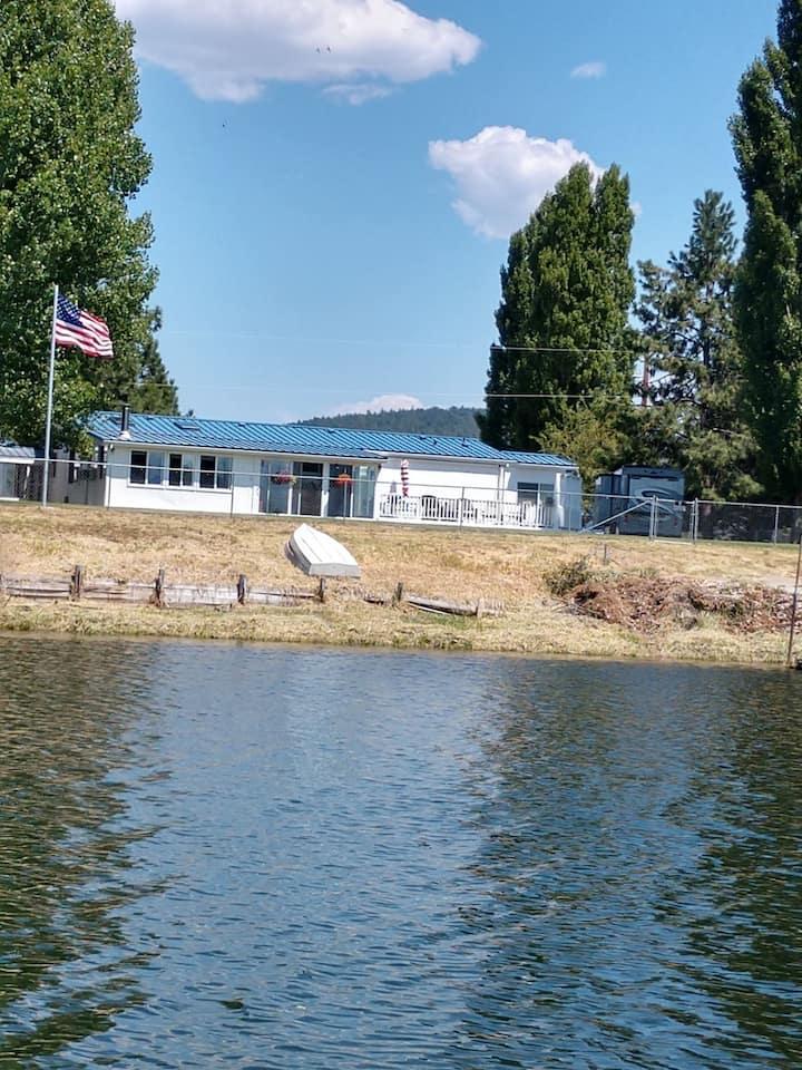 Williamson River Retreat Near Crater Lake Oregon