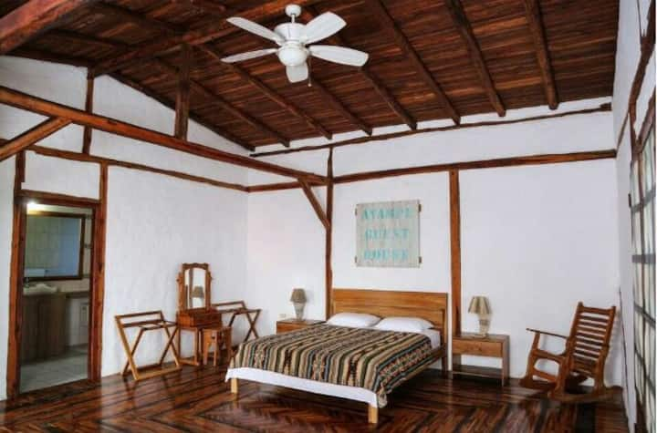 Ayampe Guest House - Kahuna room