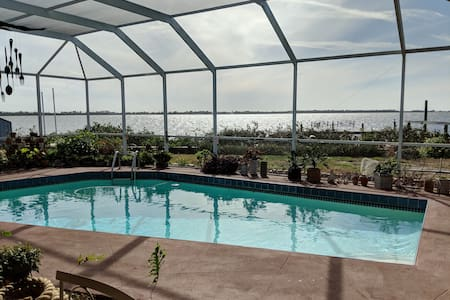 Charming Waterfront Home Overlooking Anna Maria