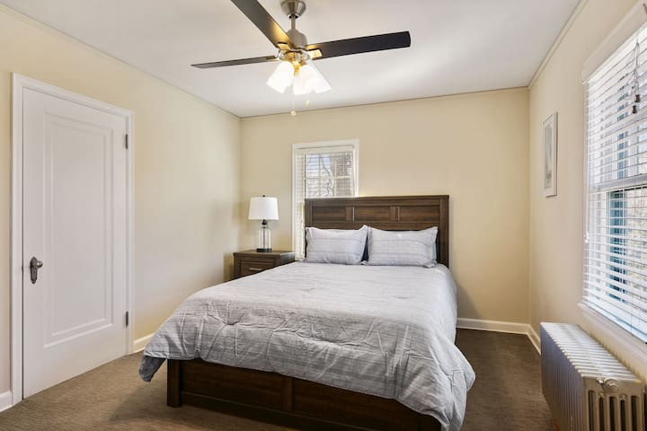 2nd Bedroom Up Stairs. Sleep#bed/Queen