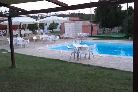 B&B IL FRUTTETO SS 125 - Villaggio Delle Rose - Szoba reggelivel