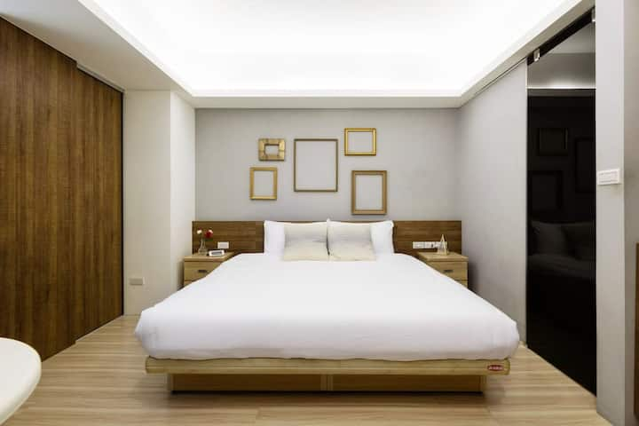 Huge modern room in a clean sunny home MRT 5 min