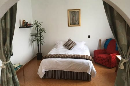 Basílica: Beautiful room with private bathroom