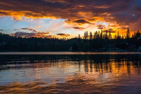Yosemite Bass Lake LakefrontRetreat - Bass Lake