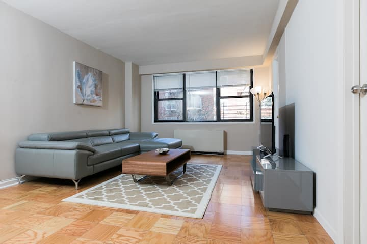 Upper East Side 3 Bedrooms 2 Baths with Balcony