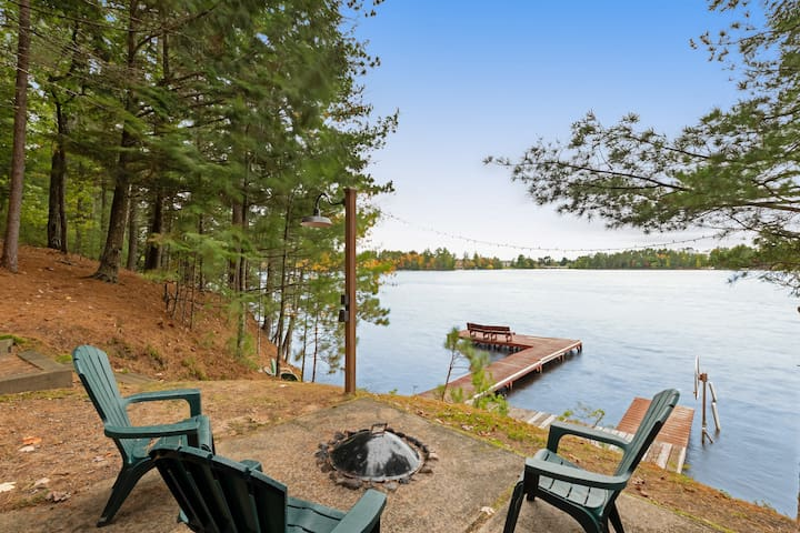 Secluded lakefront cottage w/ private dock, waterfront firepit & canoe!