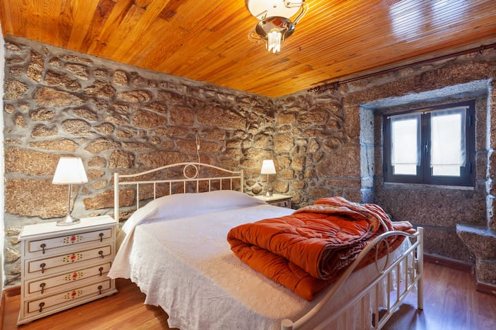 NEW: Cozy country house in the center of Soajo