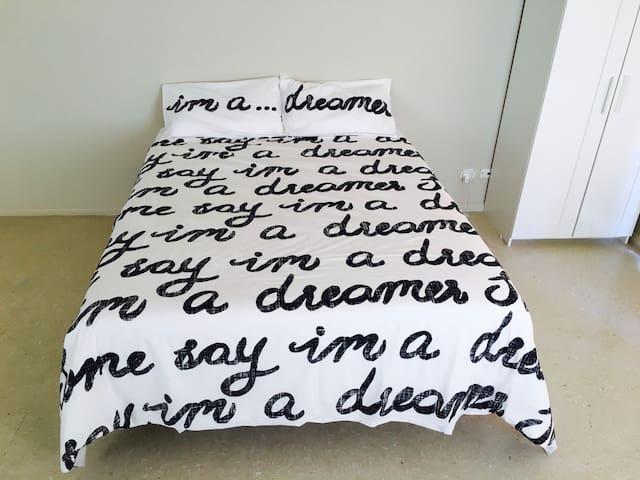 Master bedroom in a quiet location - Homebush - Talo