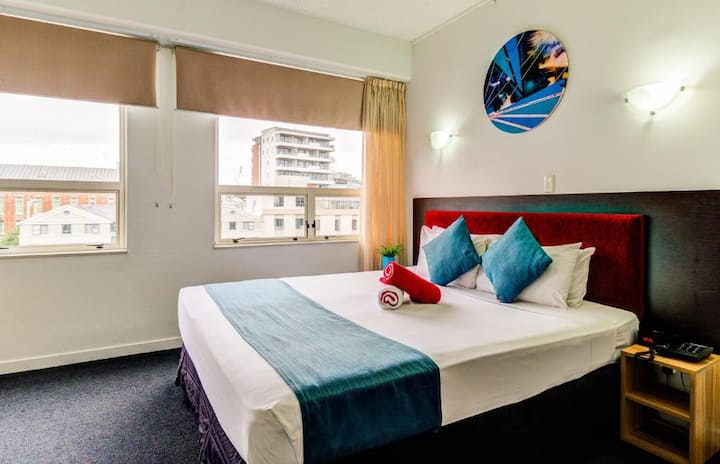 Modern Executive Room in Scenic Downtown Auckland