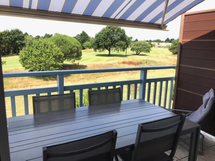Bel appartement proche mer, piscine, vue golf