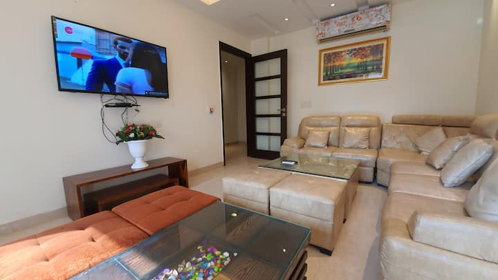 BRIGHT & SUNNY♥3 BEDROOM GREATER KAILASH 1 PARKING