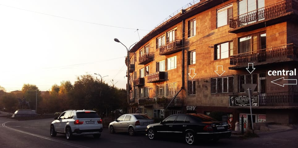 Apartment  in  Bagratunyats square     //CENTRAL//