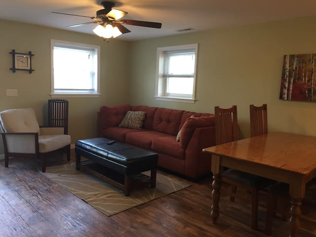 Cozy apartment across the road from EMU - Harrisonburg - Apartemen