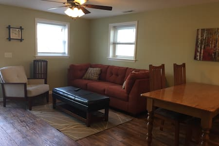 Cozy apartment across the road from EMU - 哈里森堡(Harrisonburg) - 公寓