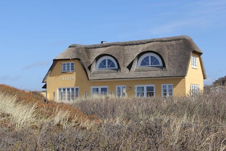 Beachhouse with unique location