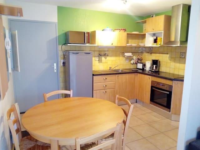 Appartement avec balcon - La Canourgue - Apartment
