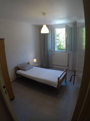 Chambre dans une résidence au calme