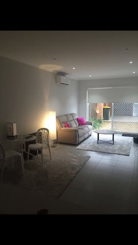 Female home in Craigieburn, close to airport. - Melbourne - Townhouse