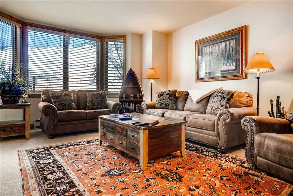 Couch,Furniture,Carpet,Home Decor,Indoors