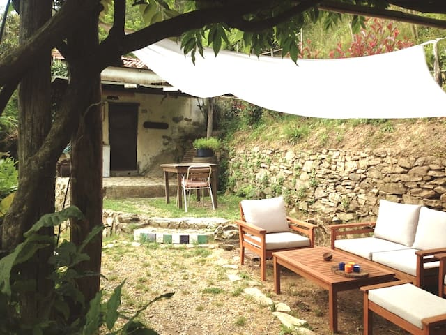 Piccolo cottage nel bosco a Calci