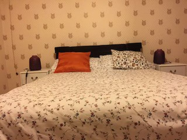 LONDON TOT 2 BED HOUSE SEEPS 4-6, CLOSE TO CITY.
