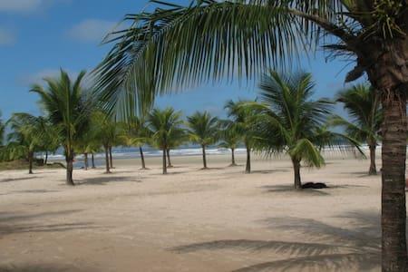 Casa nova em condomínio - 500mts da praia