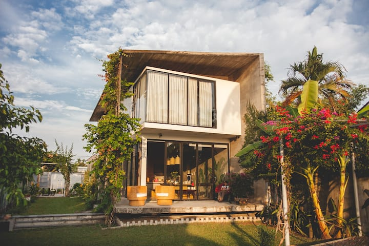 Tropical House - 30mins from Saigon
