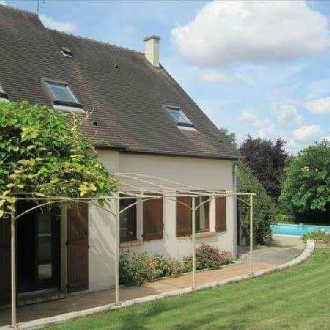 Chambre d'hôtes avec terrasse, jardin, piscine.