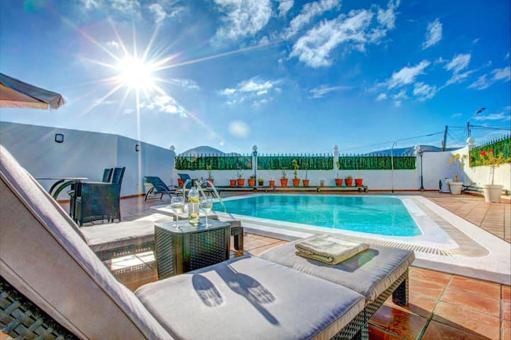 Casa Antonio: relax at your pool in style