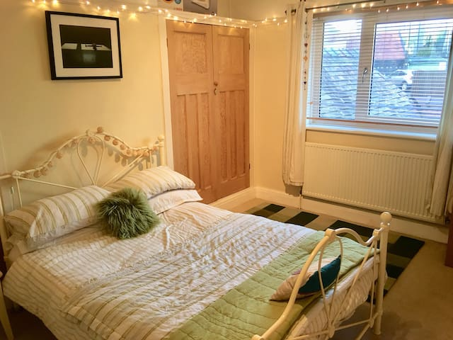 Double room in spacious family home