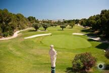 Villa zwischen golfplätzen und mediterrane see