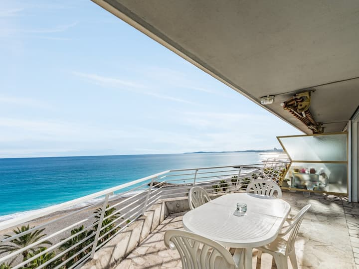 Gorgeous view on Mediterranean sea, terrace and parking - W215
