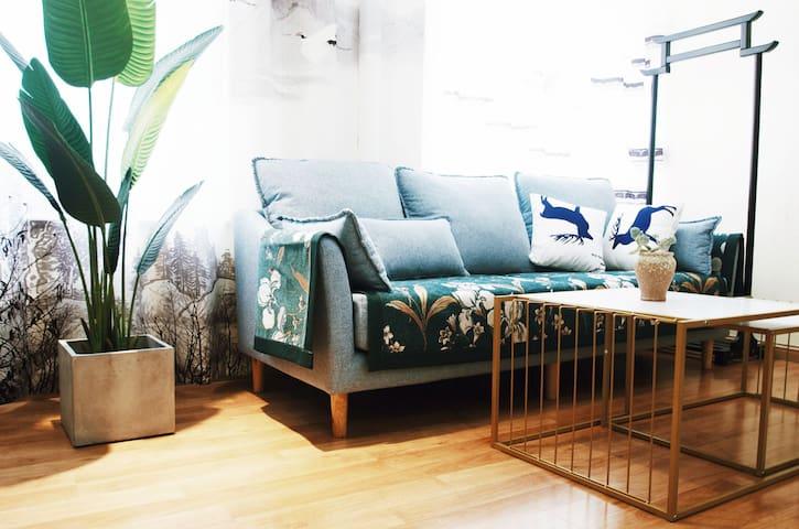 烟台金沙滩海边•万达广场•万行爱琴海购物公园•悦公寓:大气新中式风格家庭房两居室3