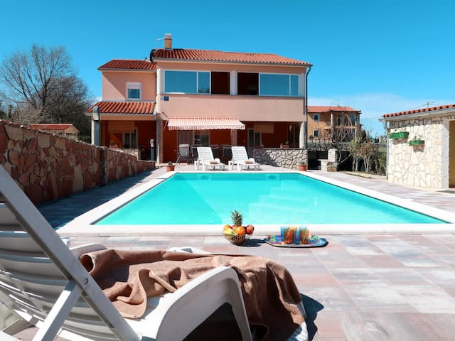 Holiday home with pool and lovely outdoor areas to relax and enjoy summer days