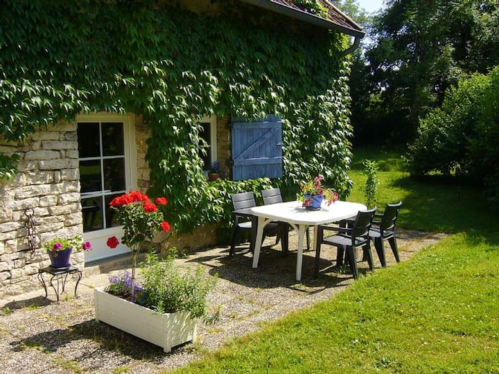 Studio in Plumont , with enclosed garden and WiFi