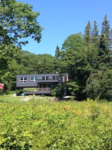 Modern house in Sorrento, Maine. - Sorrento - บ้าน